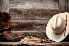在套索的美国西方圈地牛仔帽与启动 免版税库存照片
