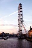从威斯敏斯特桥梁的伦敦眼睛 库存图片