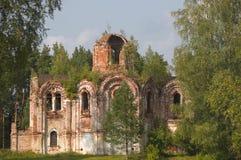 被破坏的教会 免版税库存图片