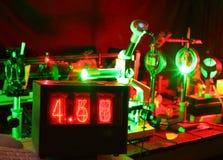 微粒的移动由激光的在实验室 免版税图库摄影