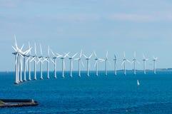 风车在波罗的海 免版税库存照片