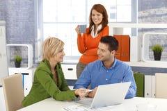 办公室小组在工作 免版税库存图片