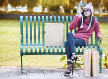 Κορίτσι γοητείας στο πάρκο Στοκ Φωτογραφίες