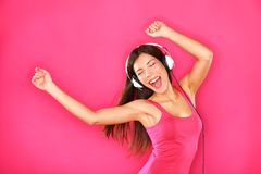 听到音乐的妇女跳舞 免版税库存照片