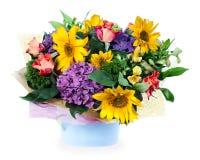 玫瑰,百合,虹膜的植物布置 免版税图库摄影