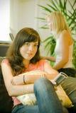 女孩坐电视注意 免版税库存图片
