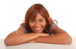 美丽的非洲裔美国人的夫人的表面特写镜头 免版税库存图片