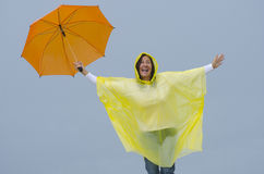 雨季的愉快的妇女 免版税库存照片