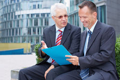 Говорить делового партнера Стоковые Фотографии RF