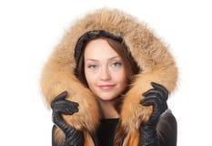 毛皮修整的夹克的美丽的妇女 免版税图库摄影