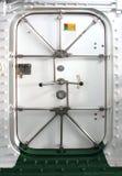 Υδατοστεγής πόρτα σε ένα σκάφος Στοκ Εικόνες