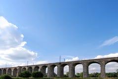 铁路高架桥 免版税库存图片