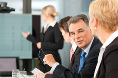 商业-小组在办公室 免版税库存图片