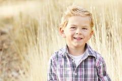 美丽的微笑的小男孩纵向 库存图片