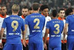 Παίκτες και των δύο ομάδων που χαιρετούν η μια την άλλη Στοκ φωτογραφία με δικαίωμα ελεύθερης χρήσης