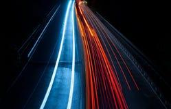 在红色和蓝色的有趣和抽象光 图库摄影