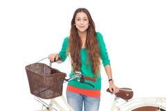 有她的自行车的妇女 免版税库存图片