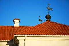 Крыша красной плитки Стоковые Изображения