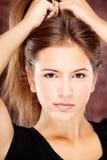 Молодая женщина на темной предпосылке Стоковая Фотография RF