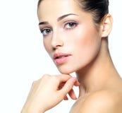 Сторона красотки молодой женщины. Принципиальная схема внимательности кожи. Стоковое Изображение