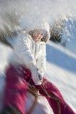 获得的少妇与雪撬的乐趣 免版税库存图片