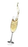与香槟抽象飞溅的长笛。 图库摄影