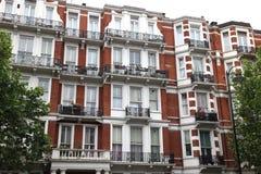 经典维多利亚女王时代的房子在伦敦 免版税库存照片