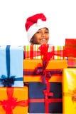 愉快的男孩和许多圣诞节礼品 免版税库存照片