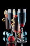 蓝色和石榴香宾鸡尾酒 免版税库存照片