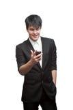 Ευτυχής χαμογελώντας επιχειρηματίας που χρησιμοποιεί το τηλέφωνο κυττάρων Στοκ Φωτογραφίες
