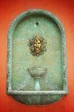 在混凝土墙上的欧洲风格的艺术品 库存图片