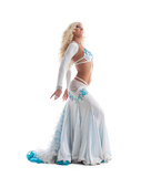 在东方服装的性感的白肤金发的妇女舞蹈 图库摄影