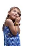 印第安服装作梦的愉快的小女孩 免版税库存照片