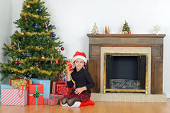 震动圣诞节礼物的子项由结构树 库存图片