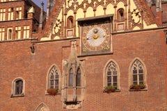 弗罗茨瓦夫市政厅的日规  免版税库存图片