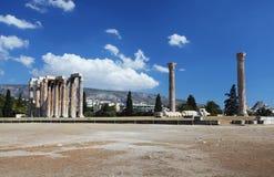 奥林山宙斯寺庙在雅典 免版税库存照片