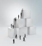 Μικροσκοπικοί άνθρωποι που αναρριχούνται στις σκάλες Στοκ Εικόνα