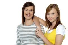 妈妈和女儿,领导新潮的人 免版税库存图片