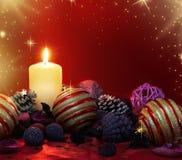 圣诞节蜡烛和杂烩 免版税库存照片