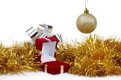 耳环的配件箱作为圣诞节礼品 图库摄影