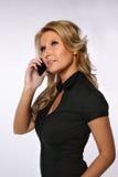 电话的俏丽的妇女 免版税库存照片