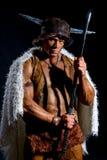 有一把剑的男性战士在毛皮海角 免版税库存照片
