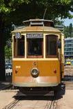 城市台车前面在一个台车终止的在波尔图,葡萄牙 免版税库存图片