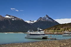 Шлюпки удовольствия на ледниковом озере Стоковое Фото