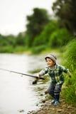 小男孩捕鱼照片  库存照片