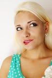 美丽的金发碧眼的女人 图库摄影