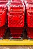 排队的购物车 免版税库存照片