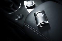 汽车关键字和遥控 免版税库存照片