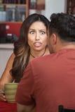 愤怒的妇女在咖啡馆 免版税图库摄影