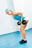 执行在健身房的少妇体型 库存图片